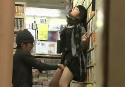 【媚薬】 常連の制服の文学少女が一人の隙に店を閉めクスリを突っ込み痙攣レ●プ・・!!