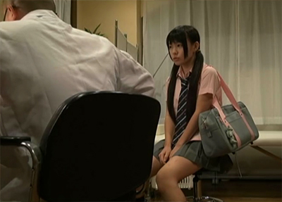 「あそこが痛い・・」制服の激カワ□リを診察した医者が暴走! 騙されて犯される女子校生・・